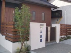 ウッドフェンスと調和のとれた家 木のぬくもり ウッドフェンス 木質化 APOA 三重県津市