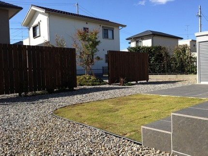 雑草対策 砂利 芝 タイル お庭づくり APOA 三重県津市