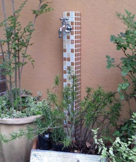 パステルカラーの立水栓