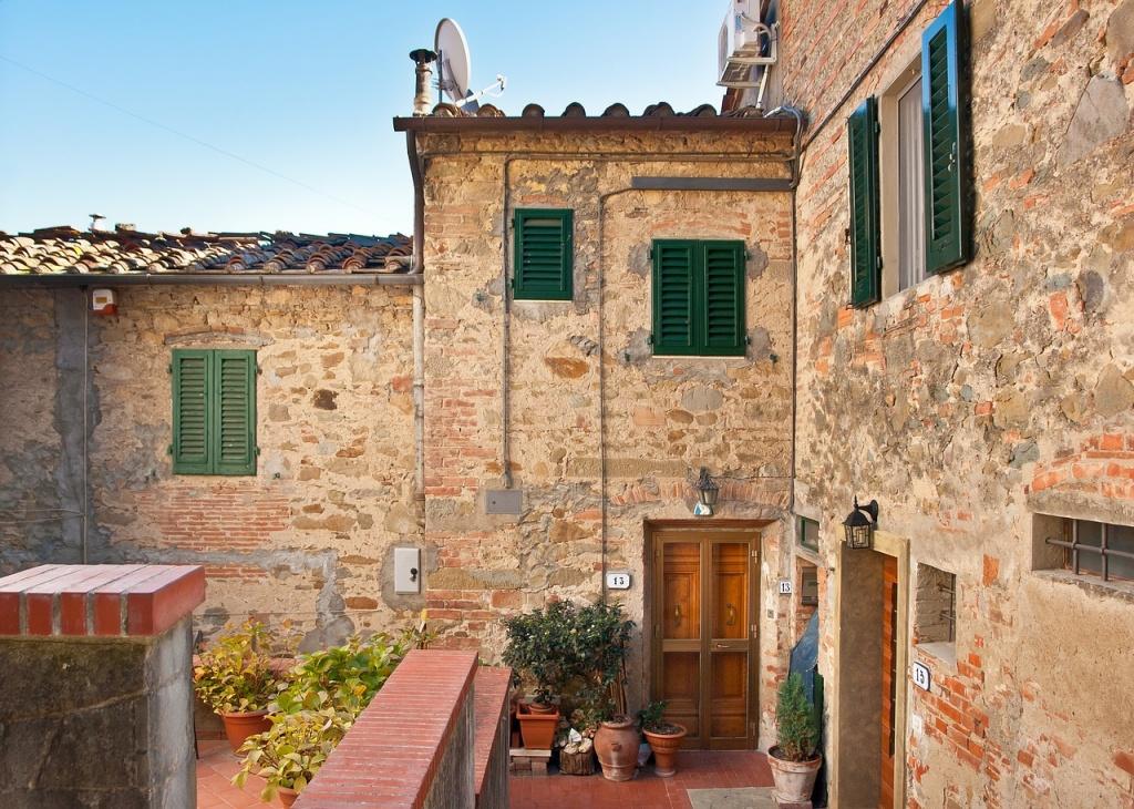 トスカーナ風,赤いレンガ,石造り,イタリアンレストラン
